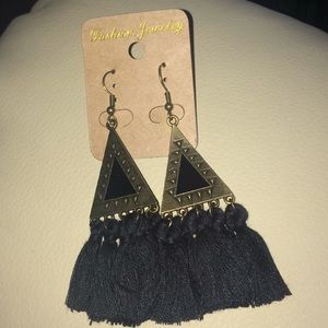 NWT Blk Fashion Fringe earrings